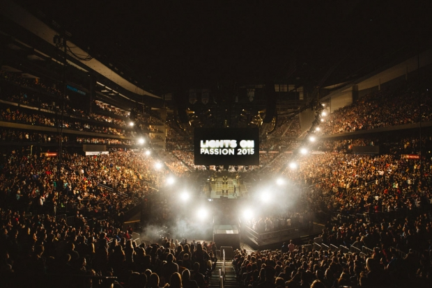 Passion 2015 Opens With Louie Giglio Chris Tomlin And