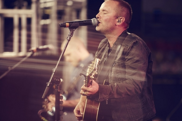 Chris Tomlin Christmas.Chris Tomlin Releases New Christmas Video Talks Of A New