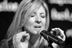 Darlene Zschech Back to Leading Worship and Plans Her Next Recording