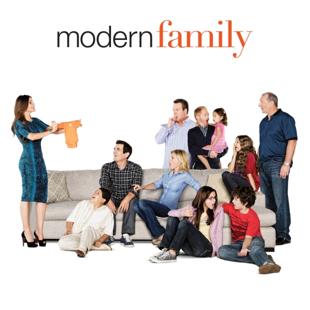 modern family season 6 premiere premiere date news kristen johnston makes an entry